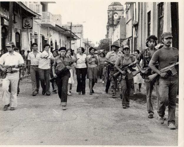 Revoluci%C3%B3n+sandinista%2C+Nicaragua.+Entierro+de+Abel+Guadalupe+Moreno.+Leopoldo+Rivas%2C+Dora+Mar%C3%ADa%2C+Ana+Isabel+Morales.+Junio+1979.jpg